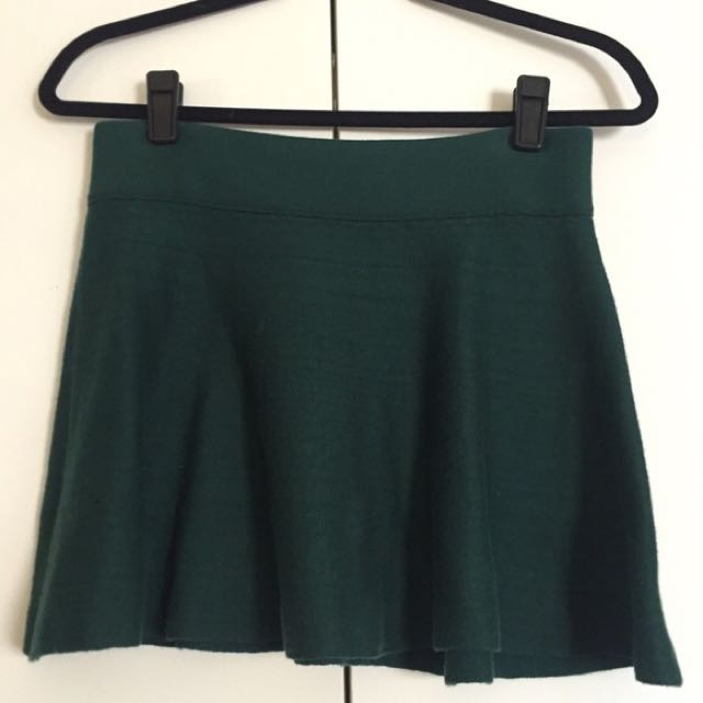 SKIRT Aritzia M Medium Vanderbilt Everest