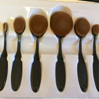Oval Shape Brush Set