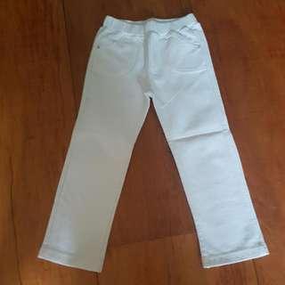 UNIQLO SOFT JEANS WHITE SIZE 100 (CAN FIT 1-2 YO)