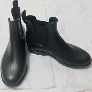 黑色防滑水鞋
