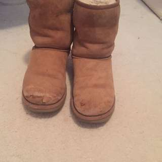 REAL UGGS SIZE 7 In Chestnut