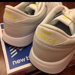 New Balance MRL420SJ 復古皮革慢跑鞋 白