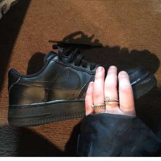 SELLING Nike Air Force 1 Black SIZE 7