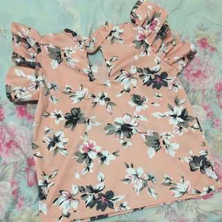 Floral blouse with ruffles sleeves