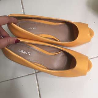 Heels Amante Size 35 Yellow