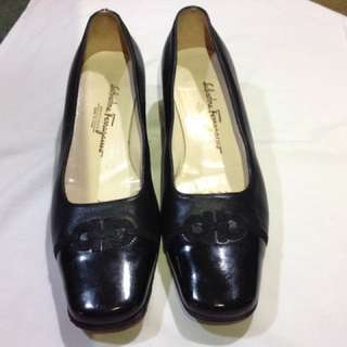 FERRAGAMO black pumps