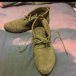 Boots Suede Size 8