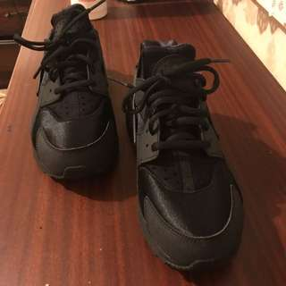 7.5 (US) WMNS Air Huarache Run (Black)