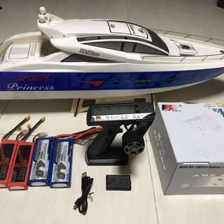 Hobbyking princess Yatch  1m, Come With Frysky Pistol Tx,batt & Charging Cable.. 2x 3s 3300 35c & 2x 3s 4000 40c.. Boat Come With Stock Motor Futaba Servo & Tunigy 120A Marine Esc..free Delivery Can Be Arrange
