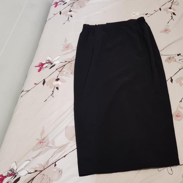 7/8 Black Skirt (Rok hitam)