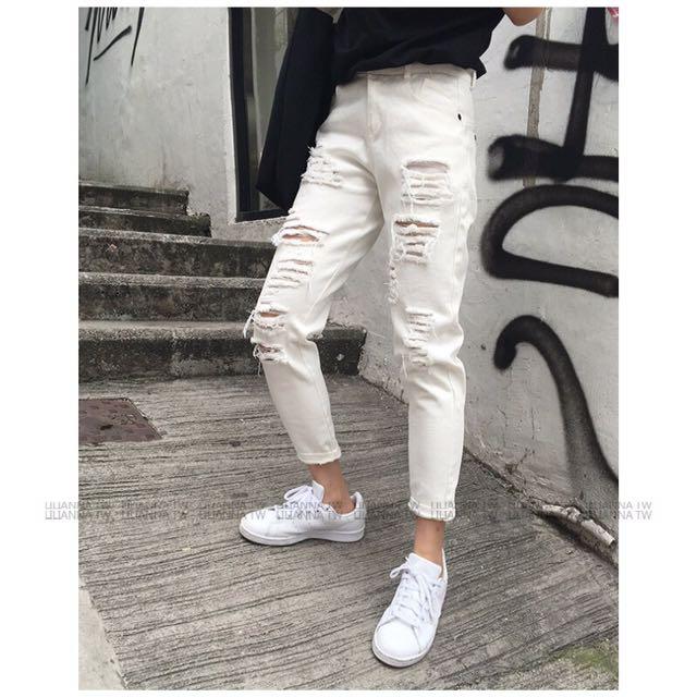 白色寬鬆刷破褲