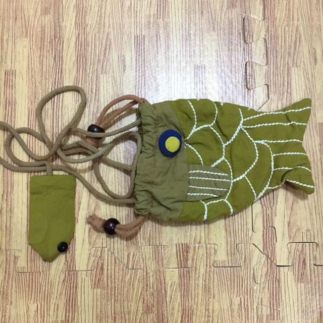 芥末黃手工魚造型手機袋(附零錢包)