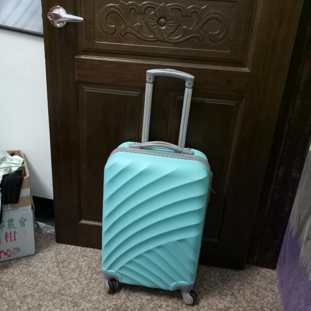 行李箱 四輪