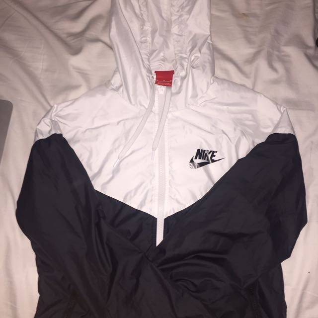 Authentic women's Nike windbreaker