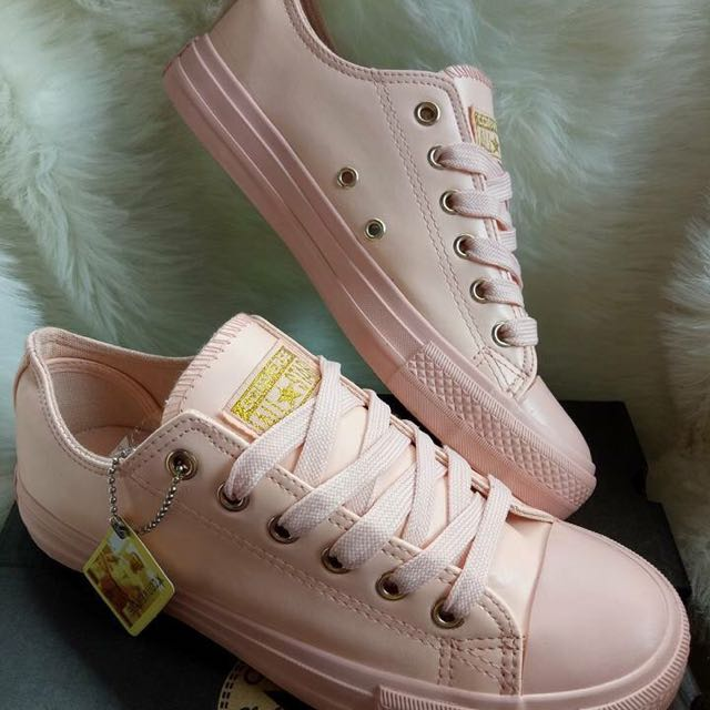 Converse Shoes ( Free Shipping!!)