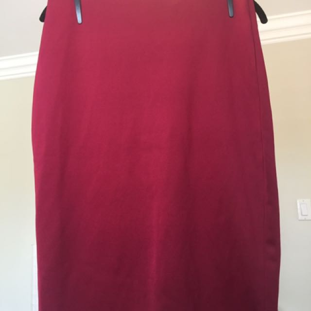 Deep Red Skirt With Zipper At The Back