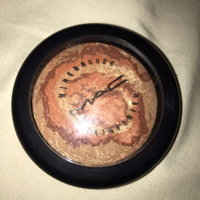 DISCONTINUED MAC Skinfinish In center Of The universe