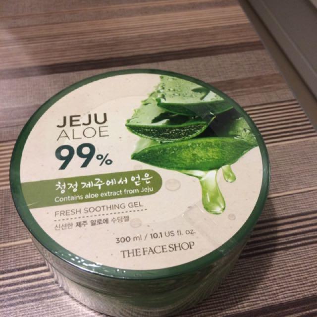 Jeju Aloe Soothing Gel 99%