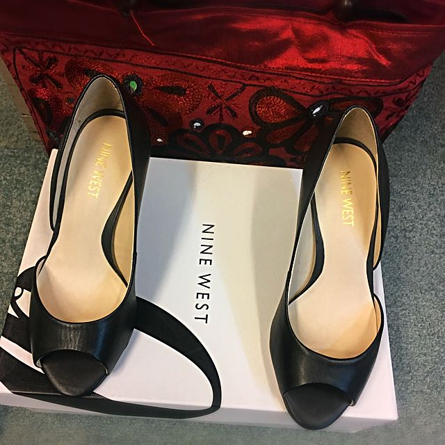 Nine West Black Leather Shoes Size 5 (original)