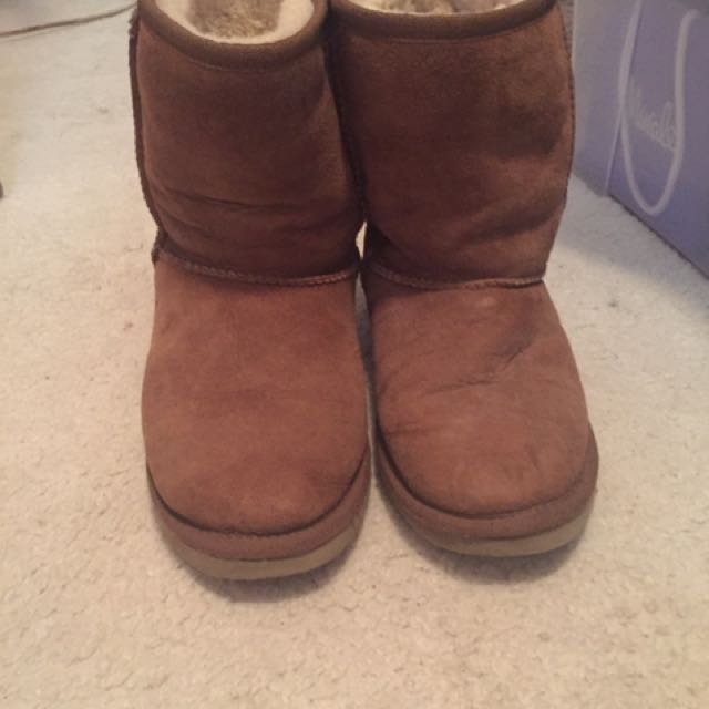 REAL UGGS SIZE 8 In Chestnut