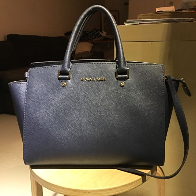 76e53b6a2c36 Authentic Michael Kors Selma Large Saffiano Leather Satchel In Navy ...