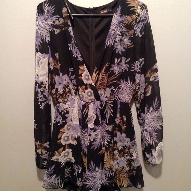 Size 8 Chic-a-booti Playsuit