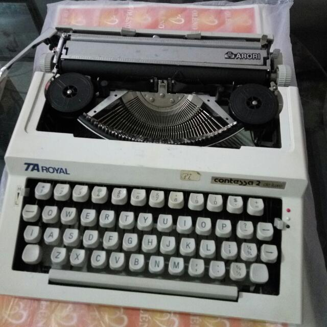 Typewriter Royal