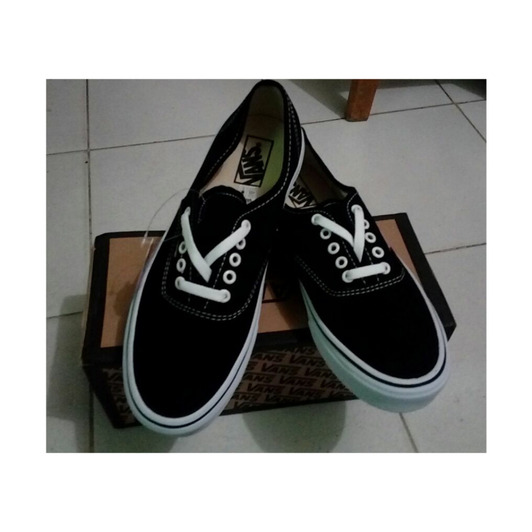 Vans Authentic Black and White (New)