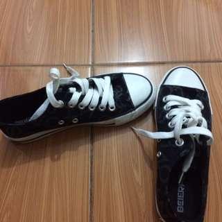 Sepatu Sekolah Bisa Juga Sepatu Buat Jalan
