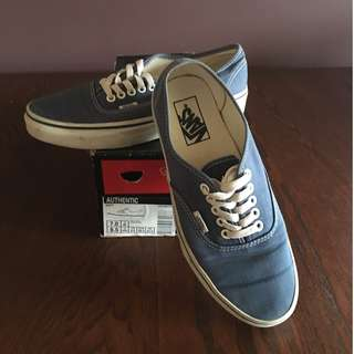 VANS authentic navy classics