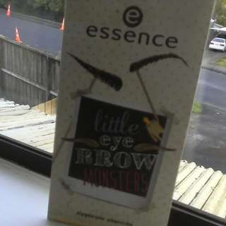Essence Little Eye Brow Monsters (Eyebrow Stencils)