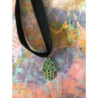 Hand motif choker necklace