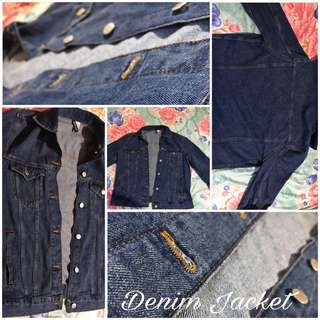 Trendy Trending Denim Jacket H&M Forever 21 Fashion Chic Oversized Fitting Buttons Jean Jacket Over Layer Collar Light Dark Blue Shade