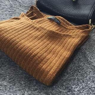 Ribbed Quarter Length Sleeve Crop Top (brown)