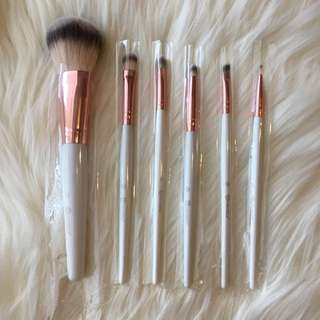 BH Cosmetics Rosegold & White Brushes