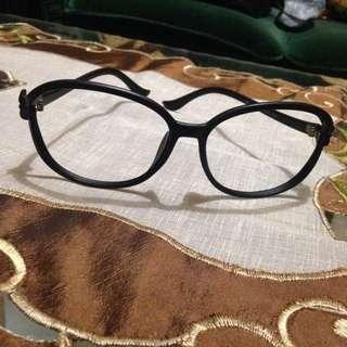 Kacamata Bolong