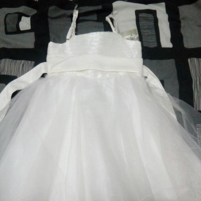 Bnwt little girl cute party dress..size 4