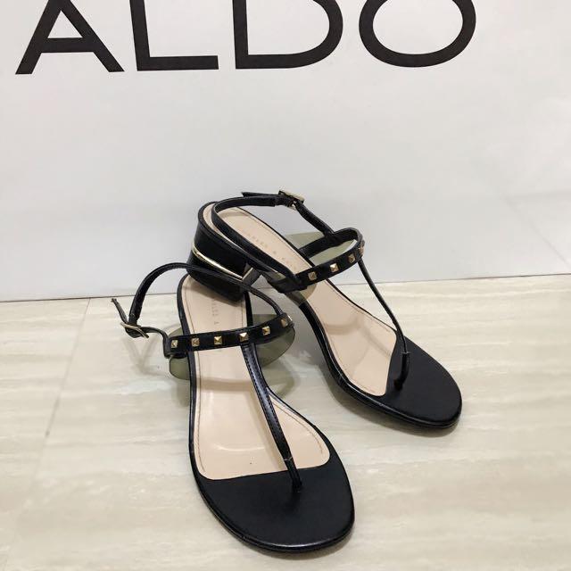 新加坡必買Charles & Keith黑色卯釘人字平底涼鞋