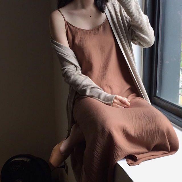 Nude Studio Doe 細肩帶側開衩長洋裝(咖啡色)