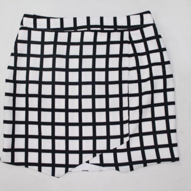 Rok Plaid Black & White (FOREVER 21)