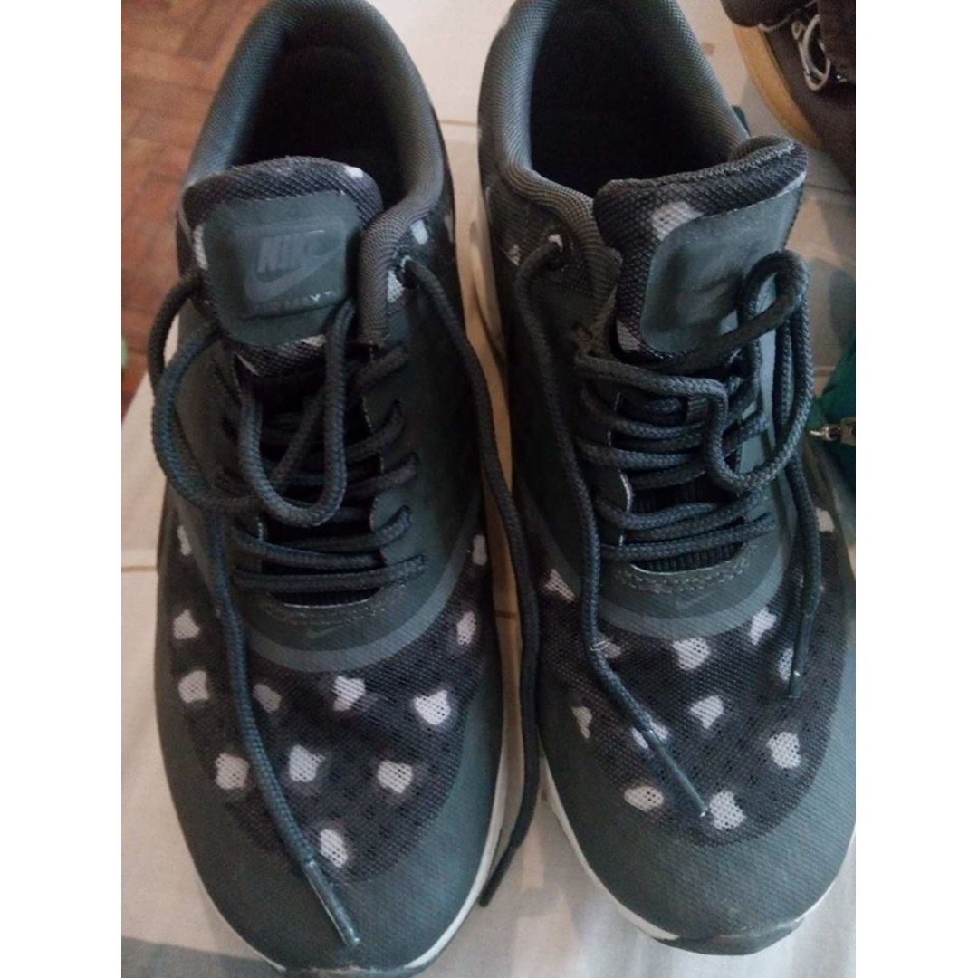 RUSH SALE!!! Authentic Nike Air Max for women size 6