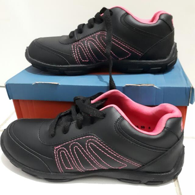 Sepatu Sekolah Bfirst