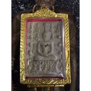 Luang Phor Moon Wat Bahn Jarn Somdej Ku Chee Vit (Invincible Spouse) BE2541 Embed Relics