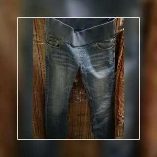 Below the knee Jeans