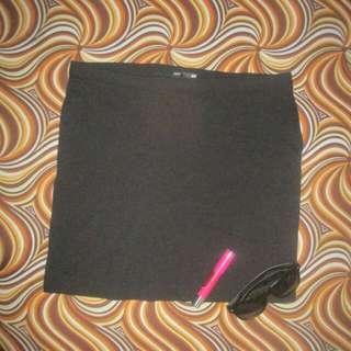 H&M Basic Black Skirt (Fitted)