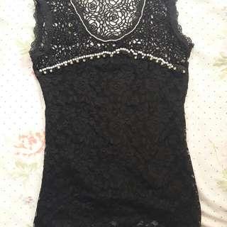black lace sleevless blouse