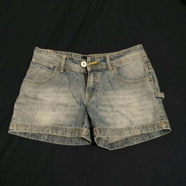 刷白丹寧短褲
