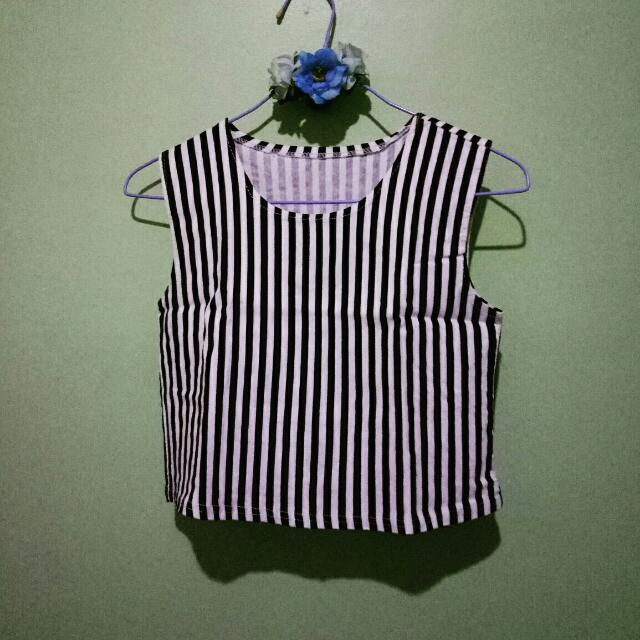 Black And White Sleeve Less Crop Top