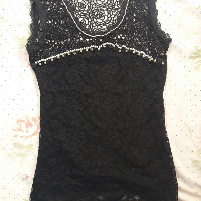 black lace sleevless blouse