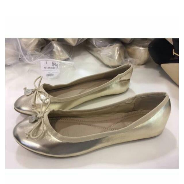 Flat Shoes By Vincci